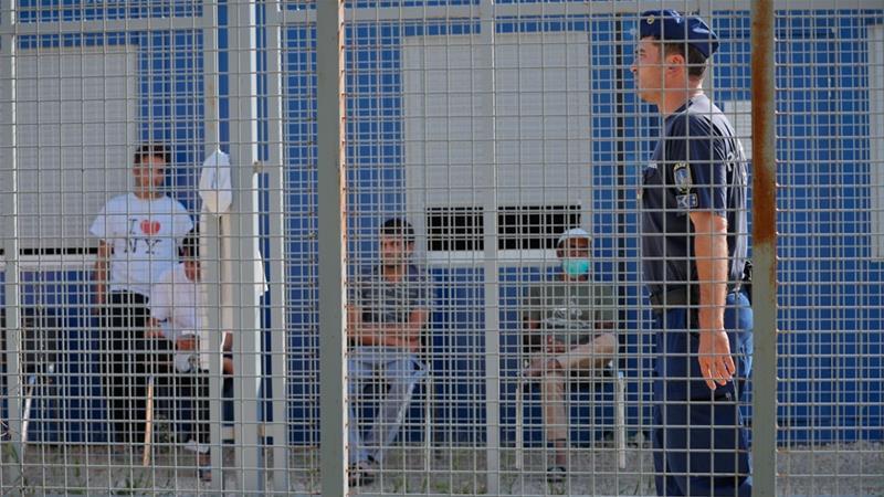 Hungarian NGO considering lawsuits on behalf of asylum-seekers —V4Revue
