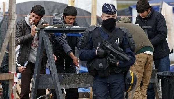 Calais: deux enquêtes dénoncent les violences policières françaises à l'égard des requérants mineurs non-accompagnés — Le temps desréfugiés